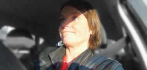 videovakvrouw in de auto